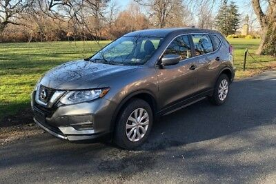2017 Nissan Rogue s 2017 Nissan Rogue S AWD practically brand new! Charcoal gray, nice options