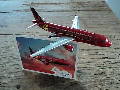 Collector's item Airbus A320 red devils Brussels Airlines + postcard
