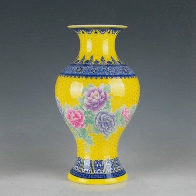 China Colorful Porcelain Hand-Painted Flowers Vase Made During  Daqing Qianlong