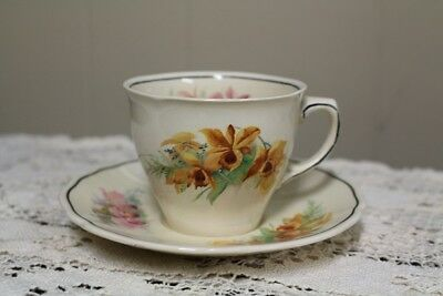 "2 - Royal Doulton ""orchid"" D5215 Tea Cups & Saucers"