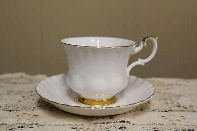 Royal Albert Val D'or Teacup & Saucer - Excellent condition