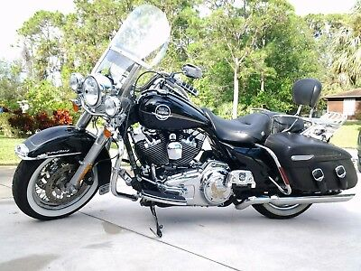 2009 Harley-Davidson Touring  Harley Davidson 2009 Road King Clasic REDUCED
