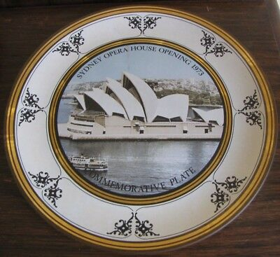 COLLECTORS GLASS PLATE FOR 1973 OPENING OF SYDNEY OPERA HOUSE Great Condition.