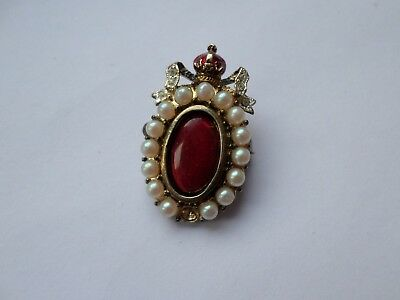 Small vintage crown topped faux pearl brooch misisng 1 bead