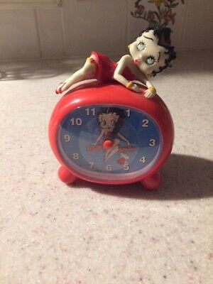 Lounging Betty Boop -Alarm Clock and mug set