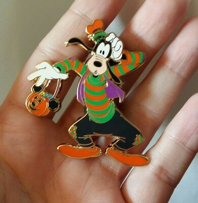 pins disney dingo halloween Disneyland paris
