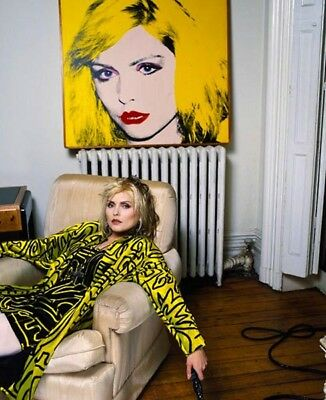 Debbie Harry UNSIGNED photo - L2963 - New York Apartment, 1988 - NEW IMAGE!!!!