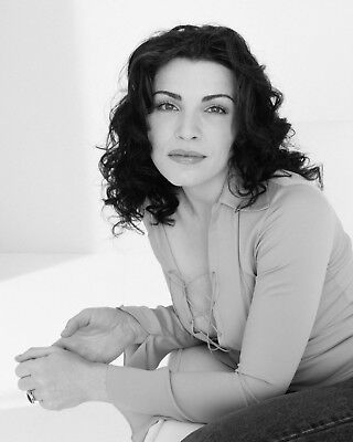 Actress Julianna Margulies - 8X10 Publicity Photo (Az400)
