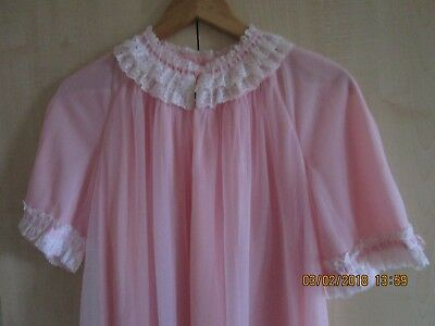 Vintage 1950's Womens Nylon Powder Pink Nightdress Size 12-16 Exceptional Lace