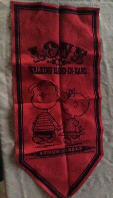 Peanuts 1967 Linus & Sally Love Banner in Red