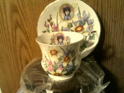RHTF AVON 1996 Honor Society Mrs Albee Cup & Saucer with wood display-New in Box