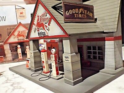 ~1940's MOBILEGAS Gas Station~Authentic Reproduction 2000 Claytown 1:43 Scale
