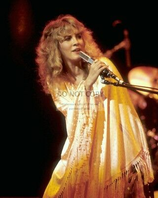 "Stevie Nicks ""the Queen Of Rock & Roll"" Singer - 8X10 Publicity Photo (Az547)"