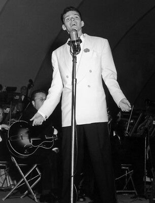 Frank Sinatra UNSIGNED photograph - L3678 - In the 1940s - SALE!!!!