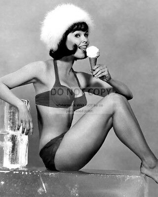 Actress Yvonne Craig Pin Up - 8X10 Publicity Photo (Az634)