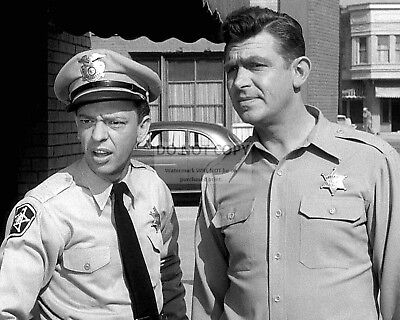 """Andy Griffith And Don Knotts In """"The Andy Griffith Show"""" - 8X10 Photo (Az739)"""