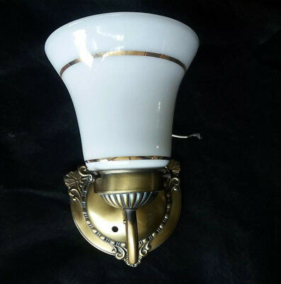VINTAGE ANTIQUE ART DECO WALL MOUNT SCONCE LIGHT LAMP FIXTURE with Glass Shade
