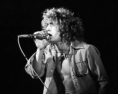 """Roger Daltrey, Founder & Lead Singer Of """"the Who"""" - 8X10 Publicity Photo (Az752)"""
