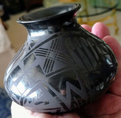 Mata Ortiz Burnished Pottery Graphite W. Lopez Chihuahua Mexico 20Th C.