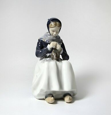 Porcelain figurine * Woman knitting *. Denmark, Royal Copenhagen #1317.