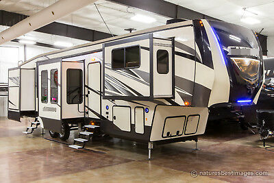New 2018 379FLOK Front Living Room 5th Fifth Wheel Extended Season RV 6 Slides
