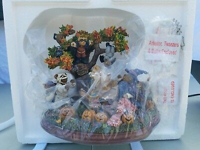 "Rare BOYDS BEARS ""Halloween Party"" Danbury Mint Issue Lighted Scene - MIB !!!"