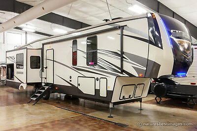 New 2018 372LOK Mid Bunkhouse Luxury Extended Season 5th Wheel Outdoor Kitchen