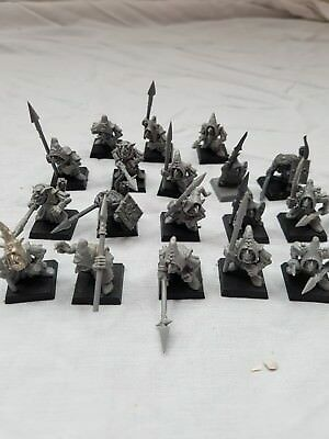Warhammer Fantasy/Age of Sigmar - MOONCLAN GROTS/NIGHT GOBLINS WITH SPEARS X 18.