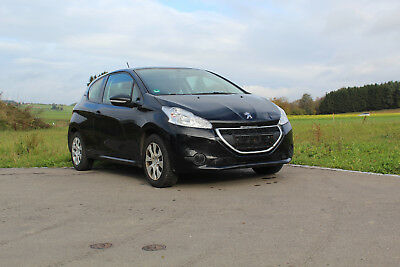 Peugeot 208 Acces top Zustand wenig km