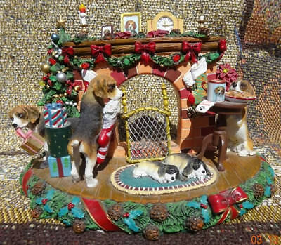 Danbury Mint Beagles - A Cozy Christmas Eve - Lighted Sculpture - Works