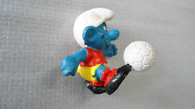 Vintage 1978 Smurf football player with ball Peyo & Schleich Hong Kong soccer
