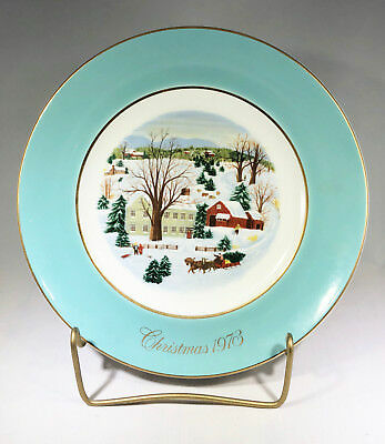 "Vintage Avon Christmas Plate ""Christmas on the Farm"" 1973"