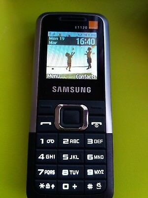Samsung E1120 PAYG mobile phone with box and charger.