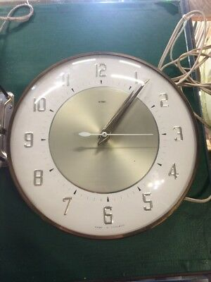VINTAGE 1970s RETRO METAMEC ELECTRIC WALL CLOCK. WORKING. KITSCH.