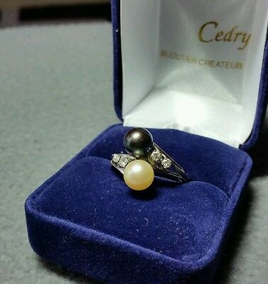 Belle bague or blanc 18K et perles./  Ring 18k with  pearls natural.