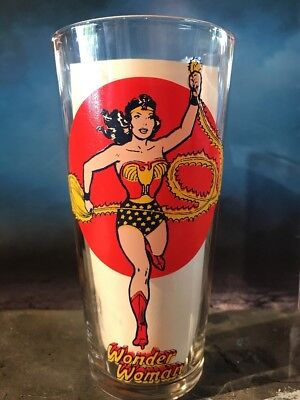 1976 WONDER WOMAN GLASS-MOON SERIES VIBRANT CLEAN -No Defects Look !