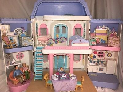 1997 Vintage Fisher Price Loving Family Dollhouse With People