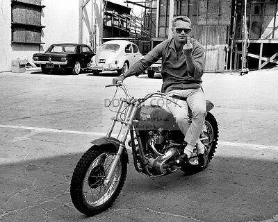 STEVE McQUEEN ON MOTORCYCLE MAKING FEELINGS KNOWN - 8X10 PUBLICITY PHOTO (AB890)