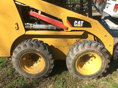2010 Caterpiller 226B Skid Steer and 16' Dual Axle Trailer