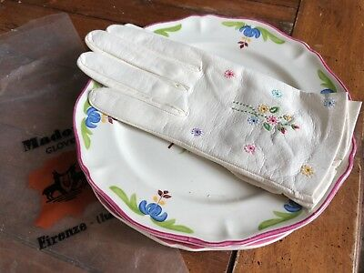 White Madova gloves 71/2 never worn with sweet flowers
