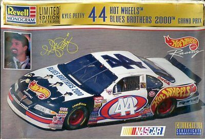 Revell Monogram 1:24 Kyle Petty #44 Hot Wheels Blues Brothers 2000 Kit #85-4136U