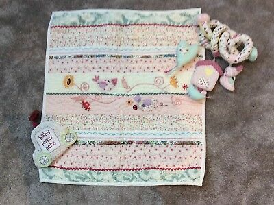 Mamas And Papas Coverlet Quilt With Matching Spiral And Car Sign