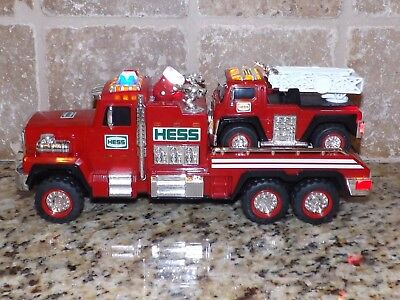 Hess 2015 Fire Treuck & Ladder Reszcue, Mint Condition, No Box, New Batteries!