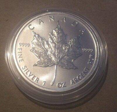 2011 Canada Maple Leaf 1oz Fine Silver $5 Five Dollar Coin + Coin Capsule