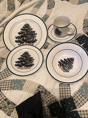 TOTALLY TODAY china HOLLY TREE pattern  service for 8 dinnerware set -