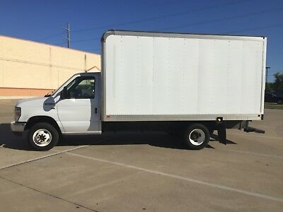2011 Ford E350 Super Duty 15 Ft Box Moving Truck - ramp, runs great, clear title