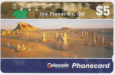 (K70-43) 1994 AU $5 The Pinnacles used phone card (AR)