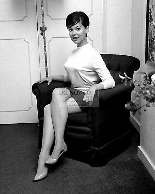 Actress Yvonne Craig Pin Up - 8X10 Publicity Photo (Cc434)