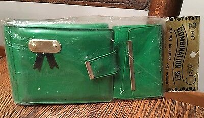 Vtg 60's New Old Stock Ladies GREEN Vinyl Wallet & Matching Key Chain Holder