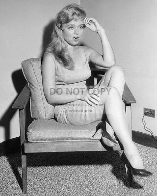 Actress Yvette Vickers - 8X10 Publicity Photo (Cc484)